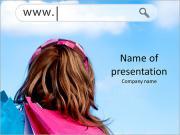 Девушки видит интернет-адрес в облаках Шаблоны презентаций PowerPoint