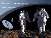 L'astronaute sur le fond de la planète. Modèles des présentations  PowerPoint