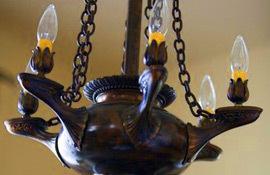 Stonehurst Place Inn chandelier