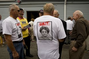 New Hampshire voters -- some wearing a RickPAC-issued T shirts -- gather in Stratham, NH on Aug. 23, 2014.