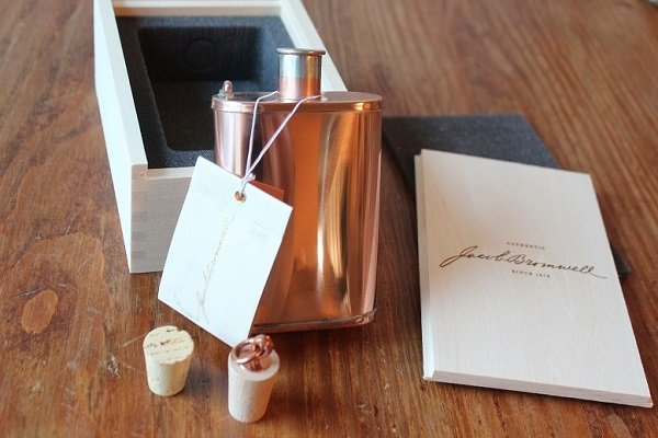 Unboxing the Jacob Bromwell Great American Flask
