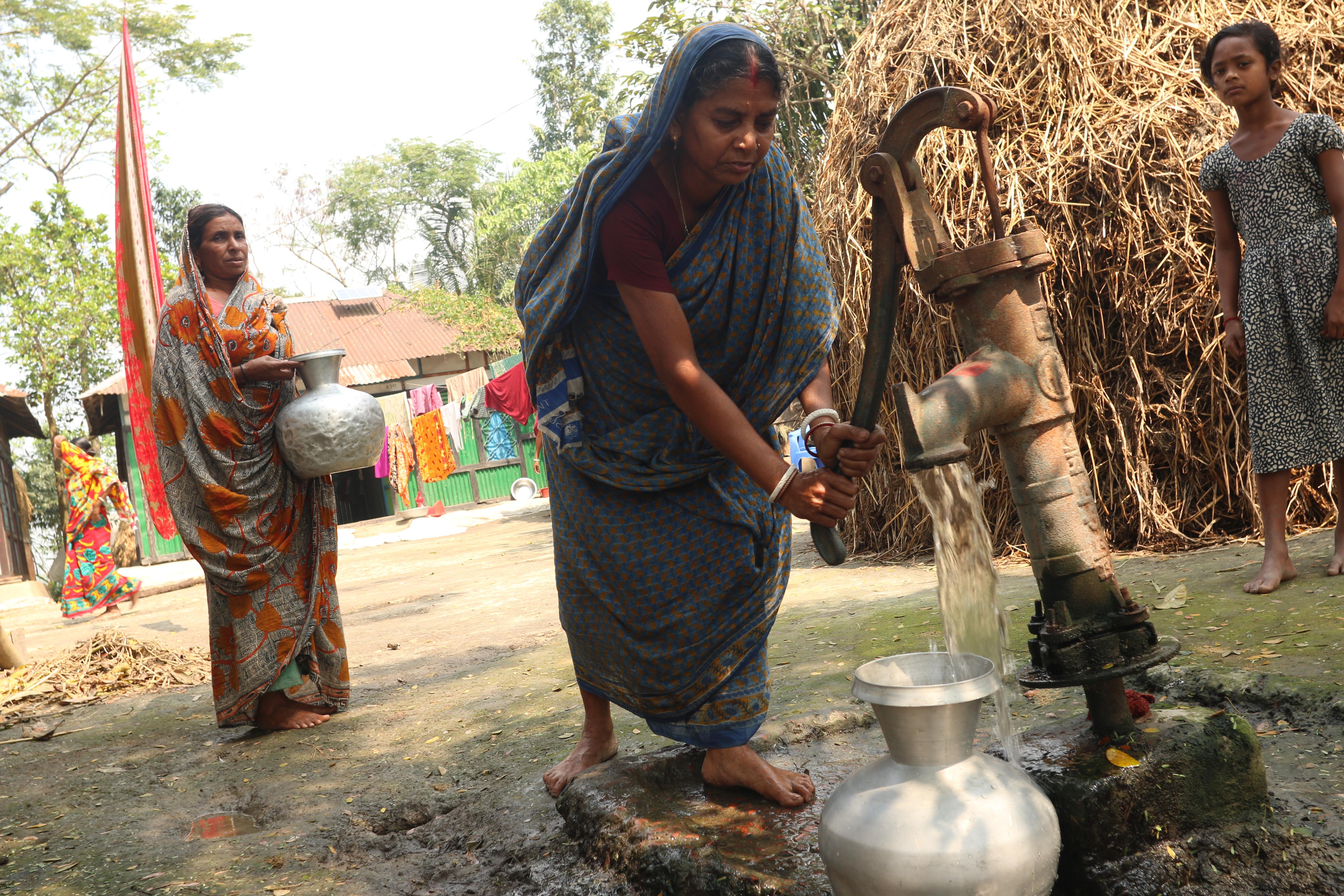 Jostna pumps water into her vessel.