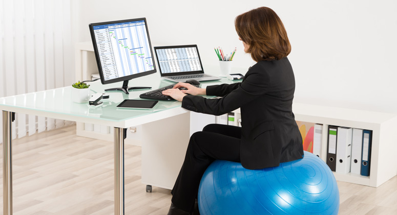 5 Reasons To Exchange Your Office Chair For A Yoga Ball