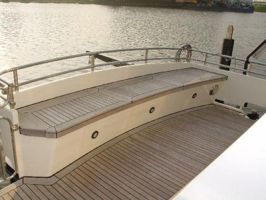 Интерьер моторной яхты Altena Excel Cabrio 48 with closed<br />
