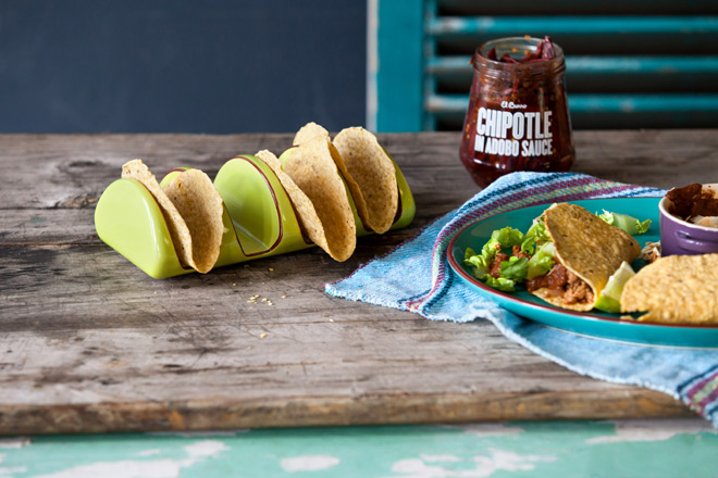 tacos-served-with-chipotle