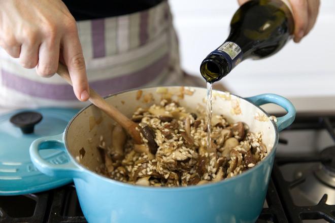 Making-mushroom risotto
