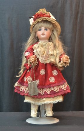 Lot Fall Antiques, Fine Porcelain & Dolls