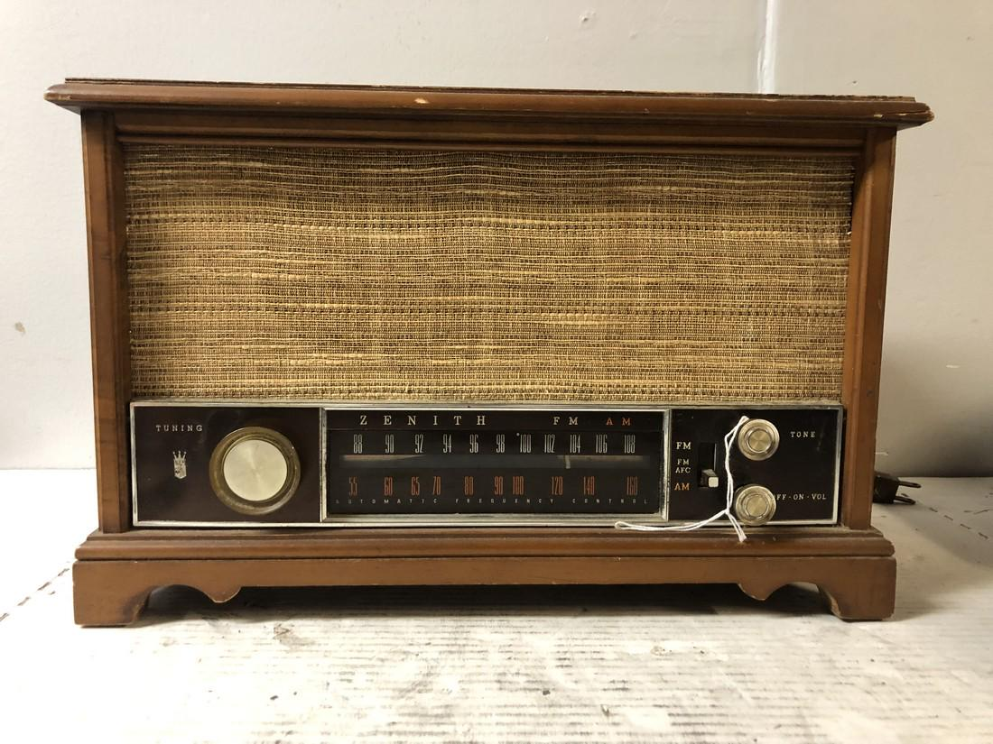 Vintage-Zenith-AM-FM-Long-Distance-Table-Top-Tube-Radio-S-58040