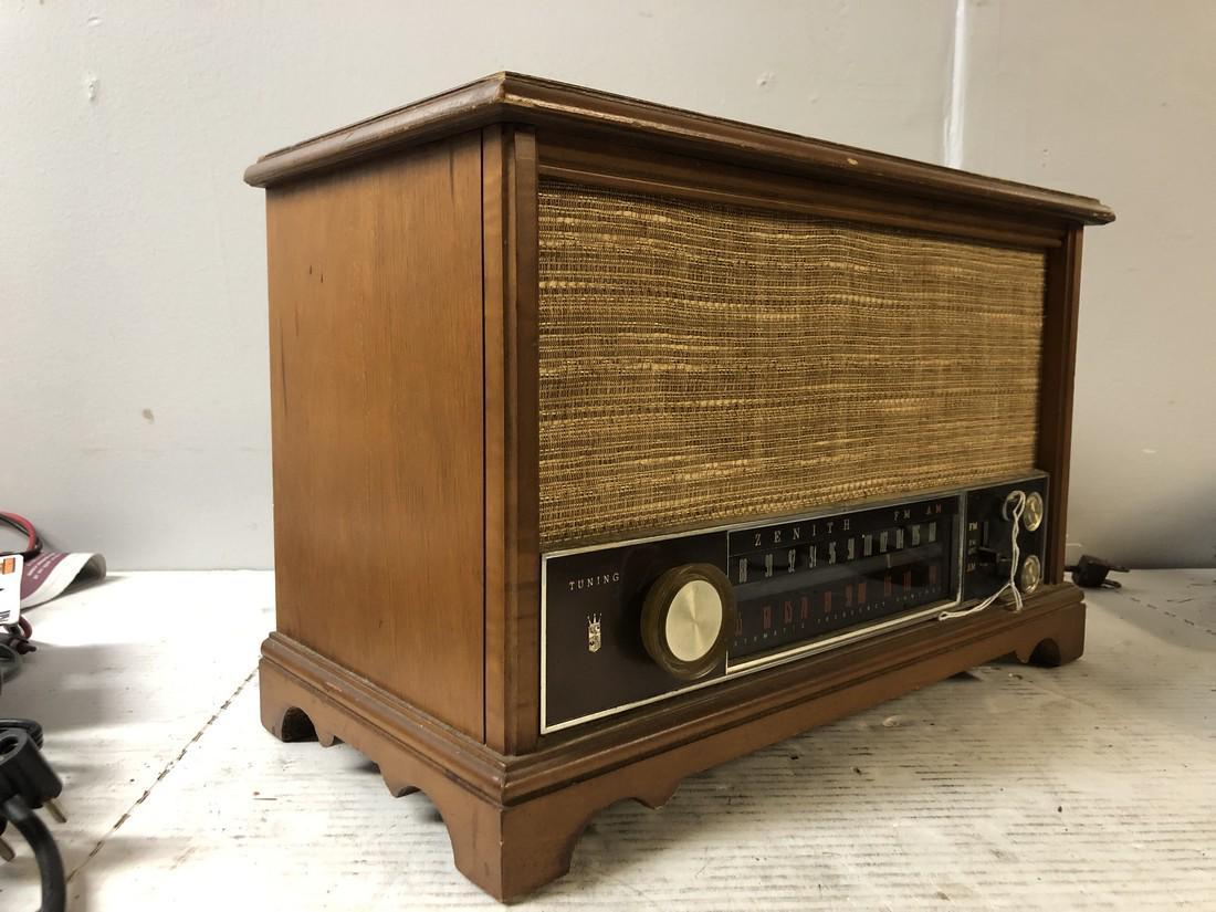 Vintage-Zenith-AM-FM-Long-Distance-Table-Top-Tube-Radio-S-58040 thumbnail 2