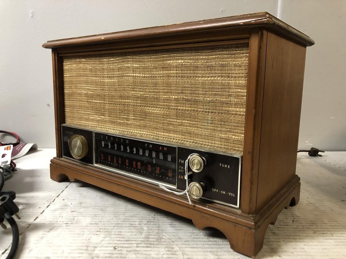 Vintage-Zenith-AM-FM-Long-Distance-Table-Top-Tube-Radio-S-58040 thumbnail 3