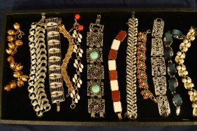 Lot COSTUME JEWELRY, COMPACTS, AND DOLLS AUCTION
