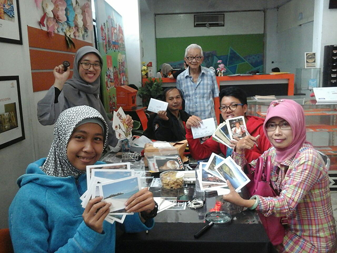 Indonesian Postcrossing stamp launch meetup