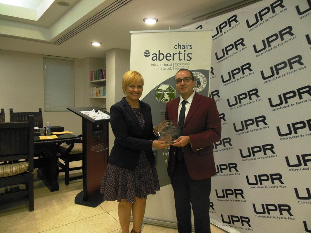 Docente de Ingeniería gana premio Internacional de Investigación