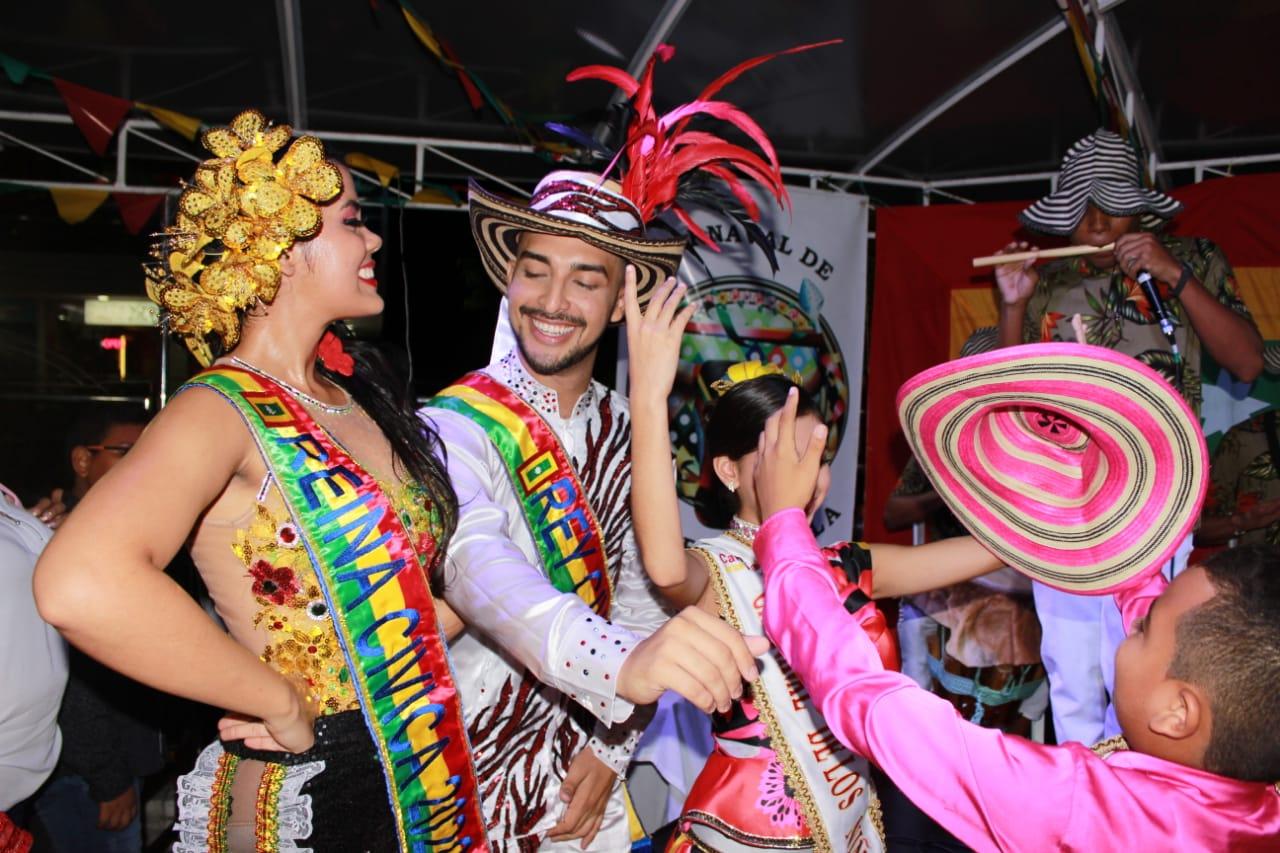 Reyes Civicos bailando