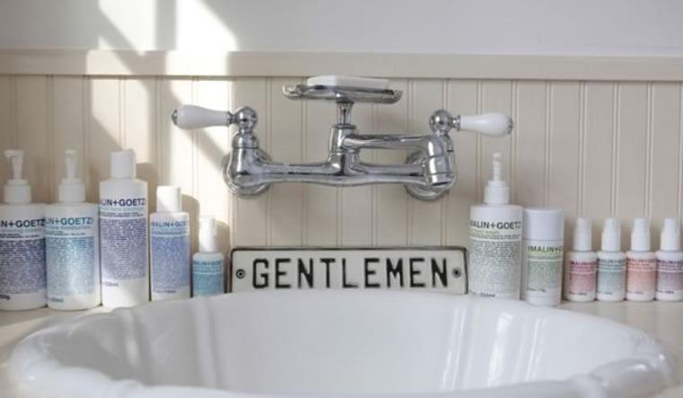 Thumb malin goetz house bathroom11