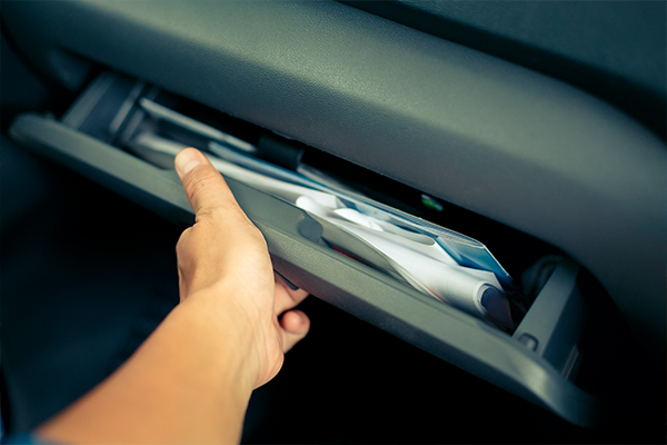 onlinedriverslicenses.org blog: OnlineDriversLicenses.org Explains Glove Compartment Necessities