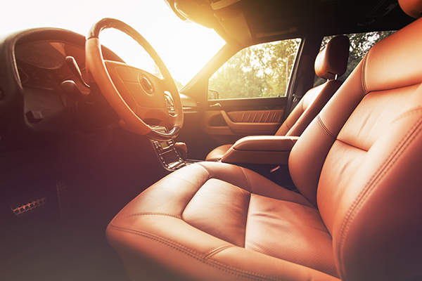 onlinedriverslicenses.org blog: Tips for Choosing Between Leather and Fabric Seats According to OnlineDriversLicenses.org