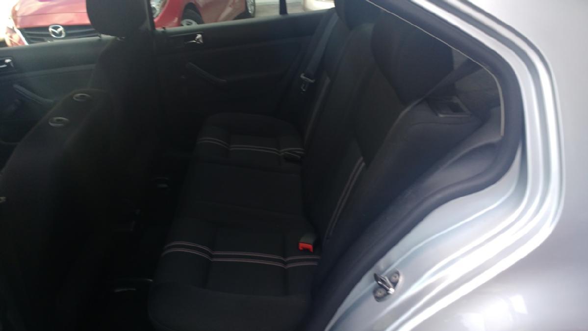 VOLKSWAGEN Jetta 4p CL Team 2.0 aut ABS