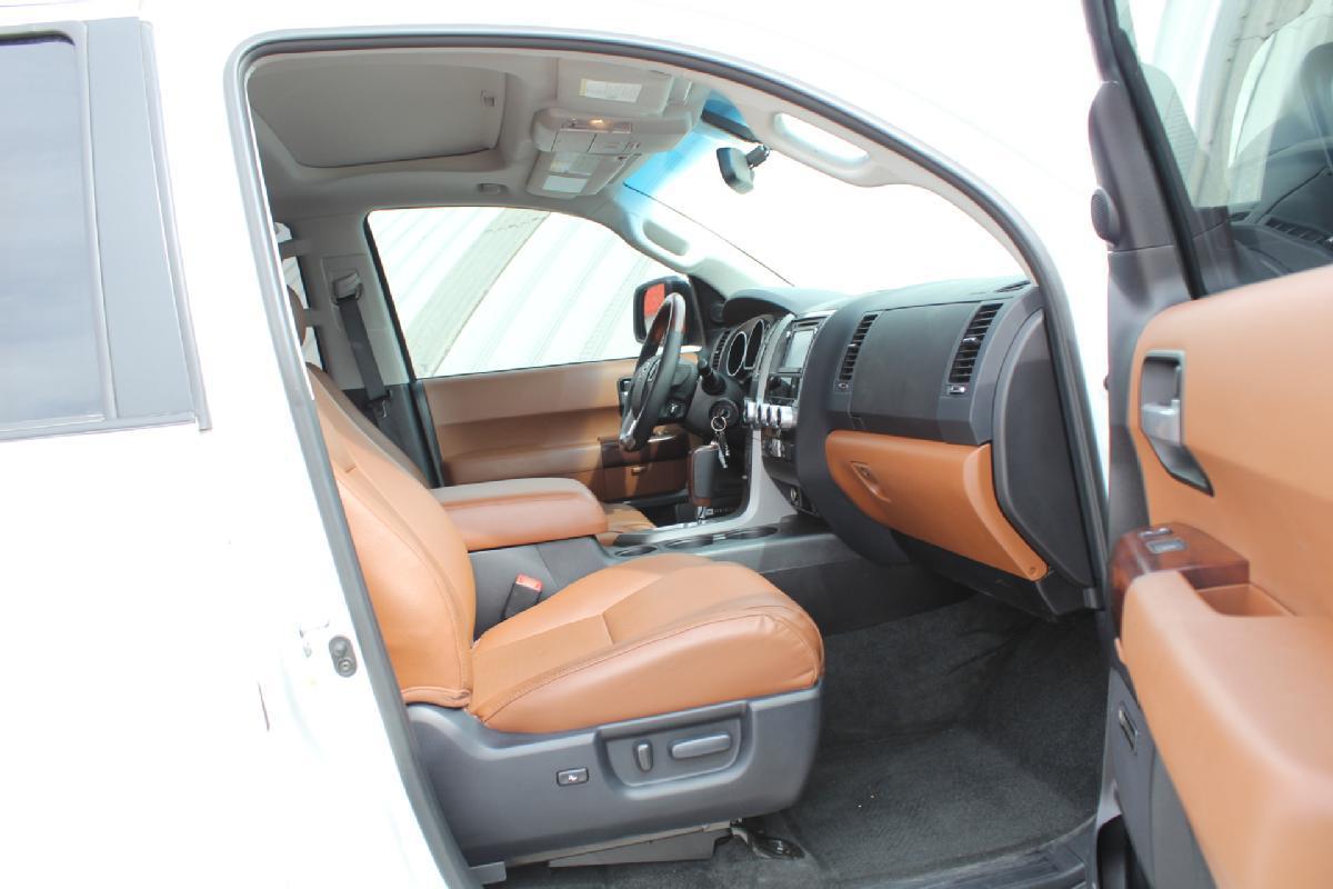 Toyota Sequoia 2017 5p Platinum V8/5.7 Aut 13,500km 16