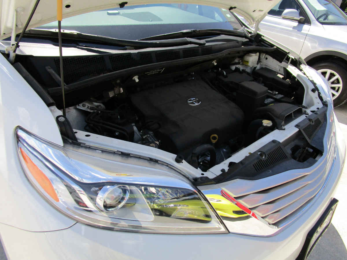 Toyota Sienna 2016 5p Limited V6/3.5 Aut 54,000km 5