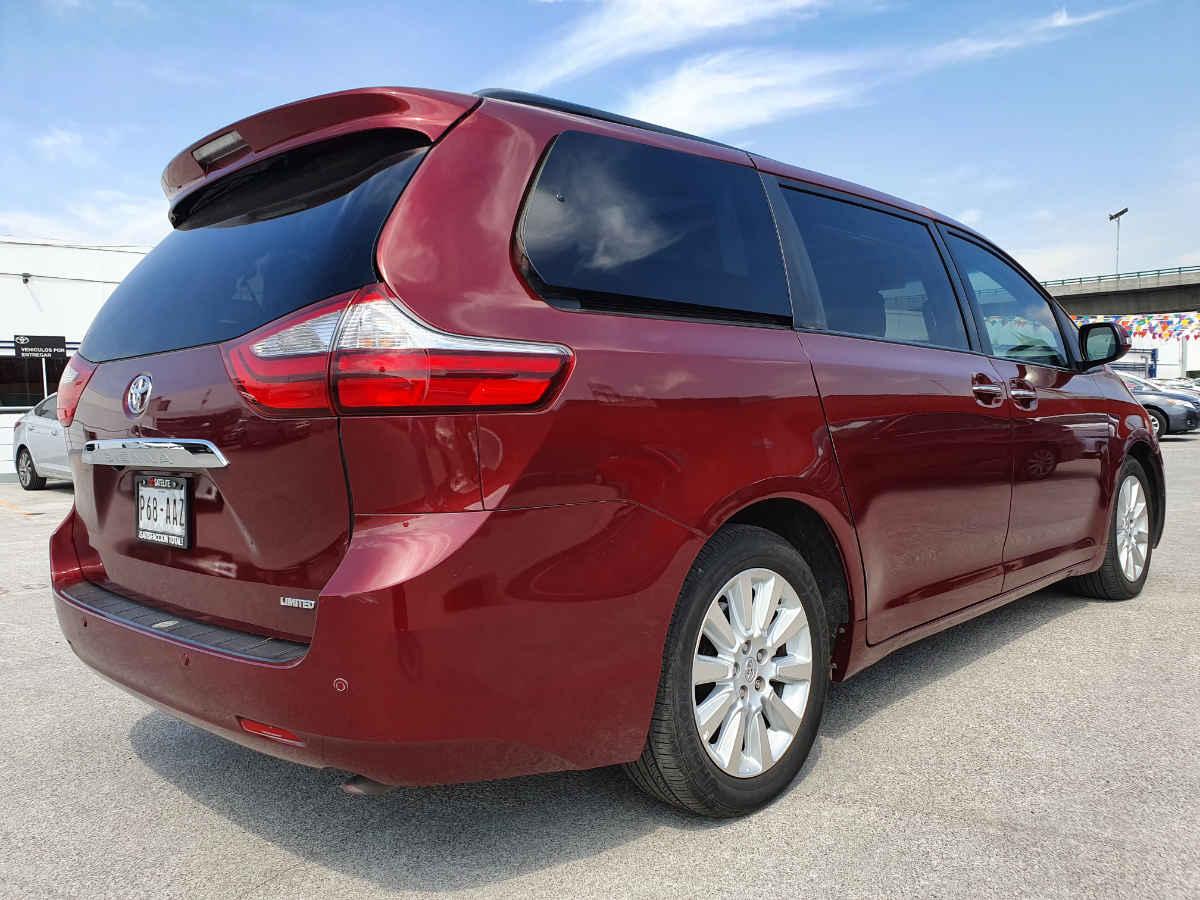 Toyota Sienna 2015 Limited V6/3.5 Aut 42,000km 5