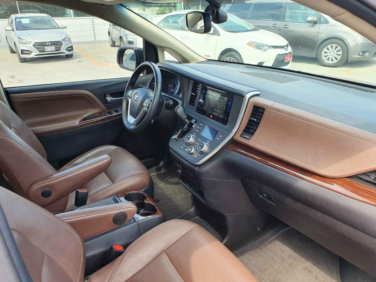 Toyota Sienna 2015 Limited V6/3.5 Aut 42,000km 9