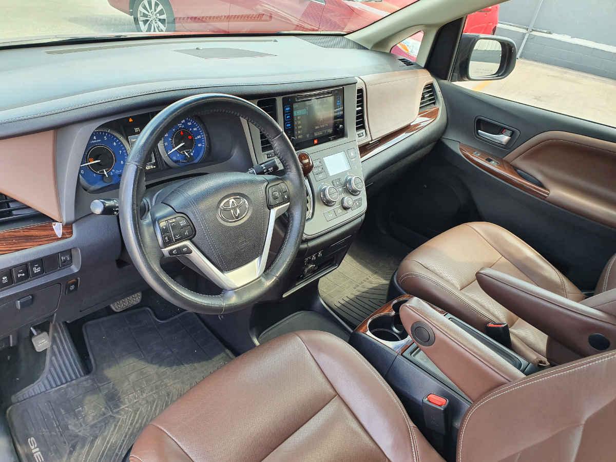 Toyota Sienna 2015 Limited V6/3.5 Aut 42,000km 8