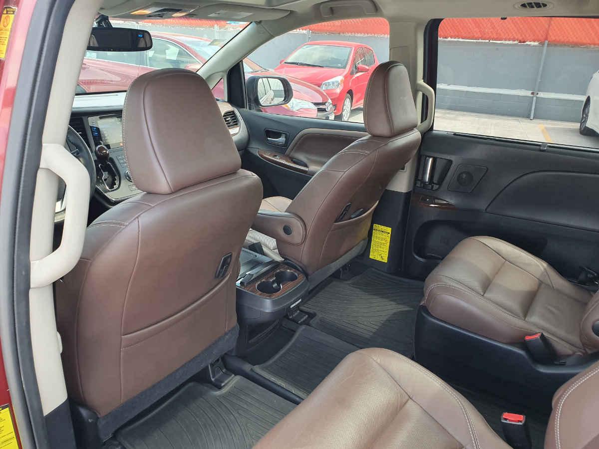 Toyota Sienna 2015 Limited V6/3.5 Aut 42,000km 11