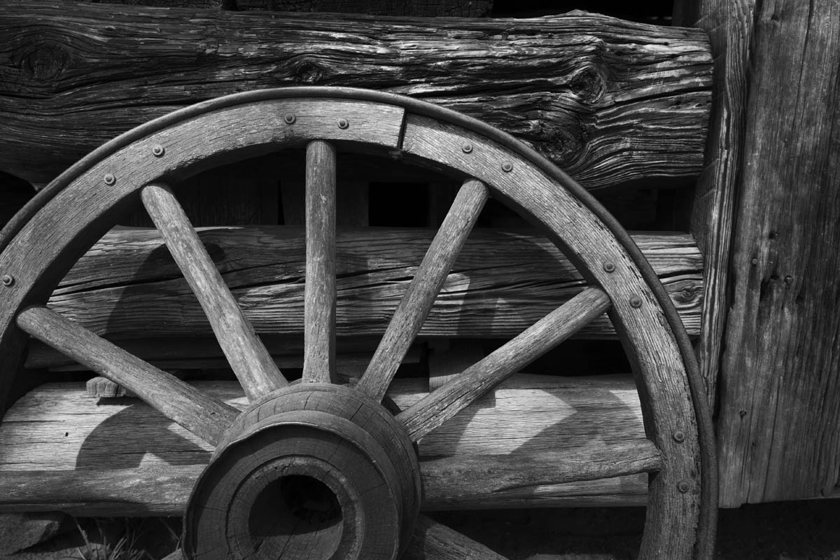 Free stock photo Black and white rustic wagon wheel