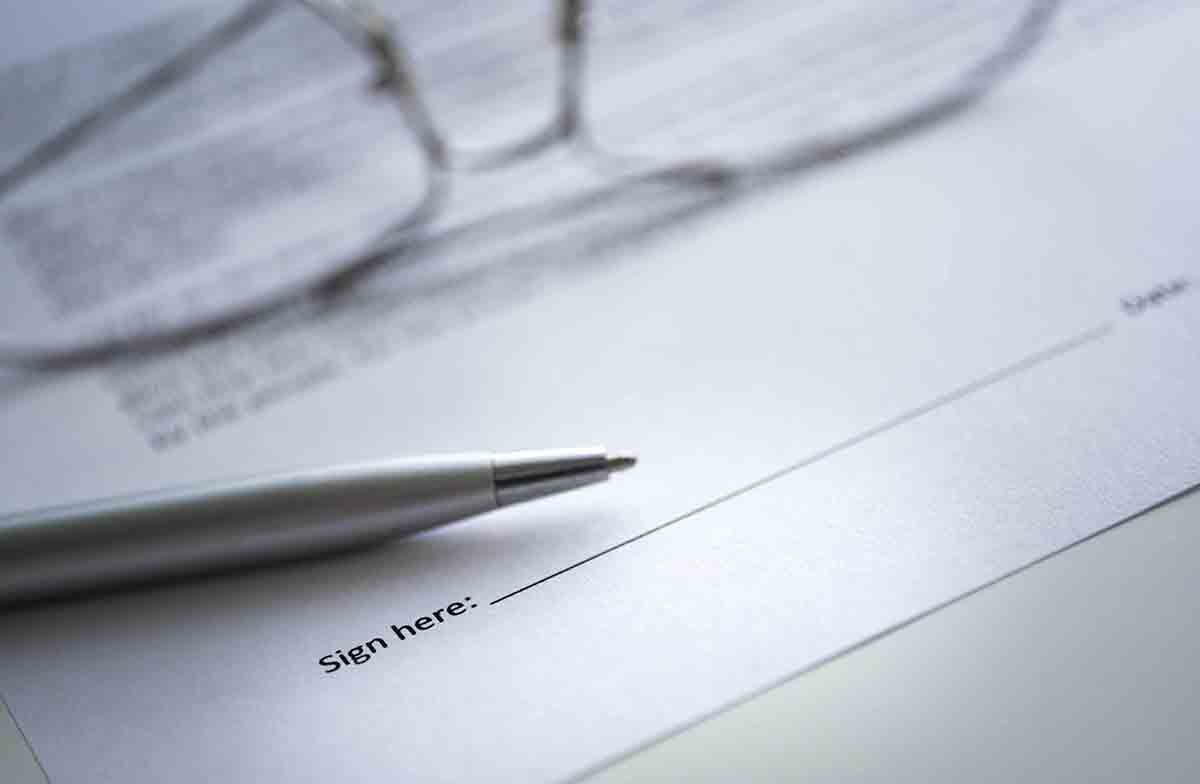 Free stock photo Close-up of contract paper and pen