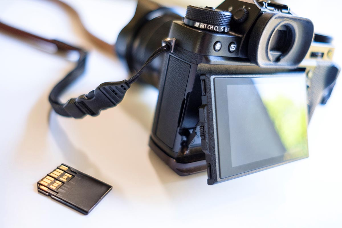 Free stock photo An SD memory card and digital camera