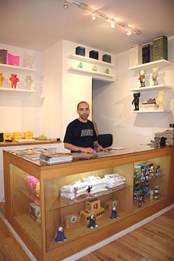 jakuan inside store