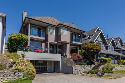 Lower Lonsdale Townhouse for sale:  3 bedroom 1,388 sq.ft. (Listed 2018-07-07)