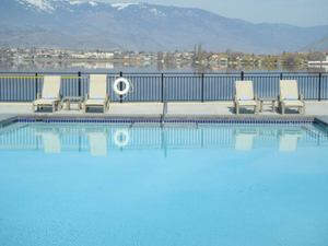 Osoyoos Apartment: WALNUT BEACH RESORT