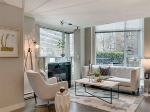 Coal Harbour Townhouse for sale:  2 bedroom 1,357 sq.ft. (Listed 2020-03-01)
