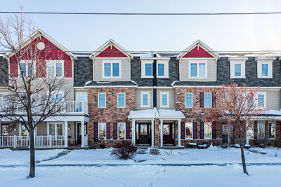 Barrhaven- Heritage Park Townhouse for sale:  4 bedroom  Granite Countertop, Hardwood Floors, Plush Carpet  (Listed 2019-11-14)