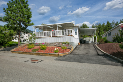 West Kelowna Manufactured Home for sale: Pinewoods Villa 2 bedroom 1,092 sq.ft. (Listed 2015-07-20)