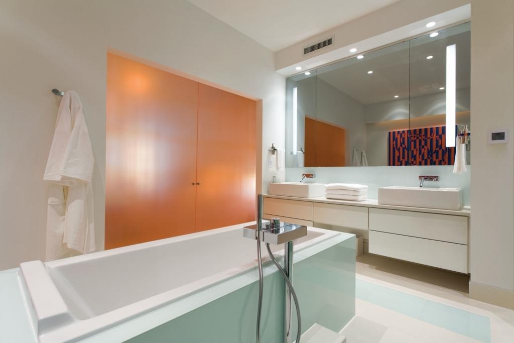 1101 701 3 AV master bath