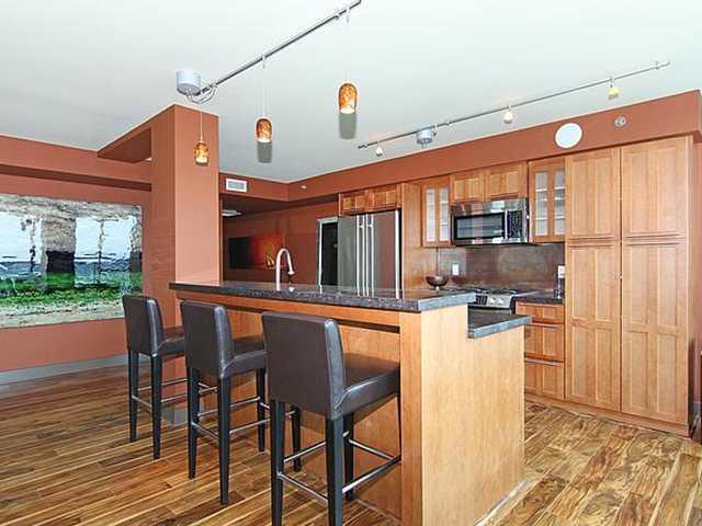 2005 188 15 Avenue SW kitchen