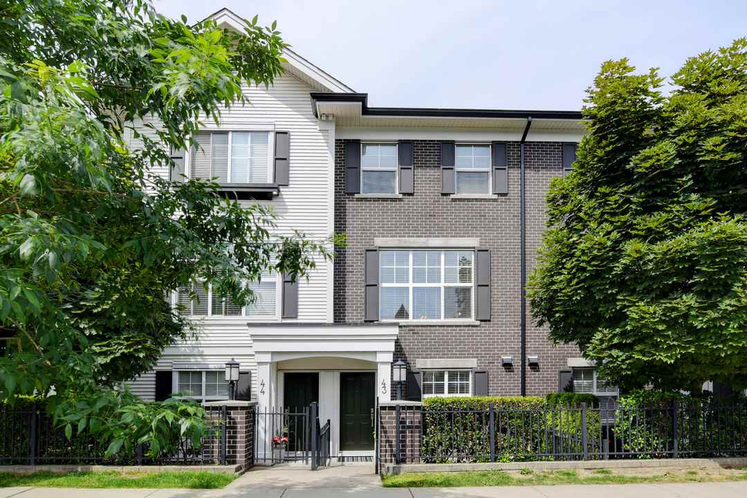 Grandview Surrey Townhouse for sale:  4 bedroom 1,607 sq.ft. (Listed 2019-06-13)