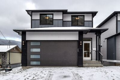 Lakeview Heights  House for sale:  4 bedroom  Hardwood Floors 3,050 sq.ft. (Listed 2021-02-08)