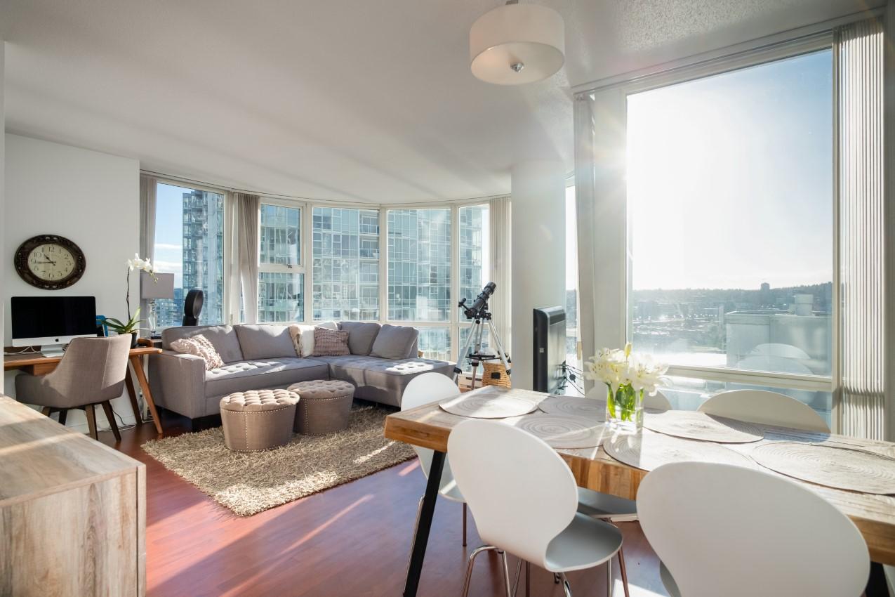 Yaletown Condo for sale: Marinaside 2 Bedrooms = Den + Solarium 1,013 sq.ft.