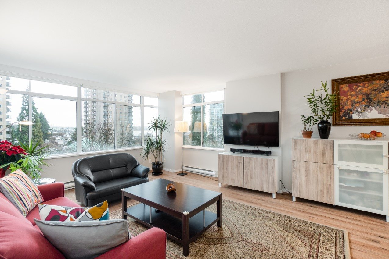 Lower Lonsdale Apartment: The Olympic 2 Bedroom Condo For Sale