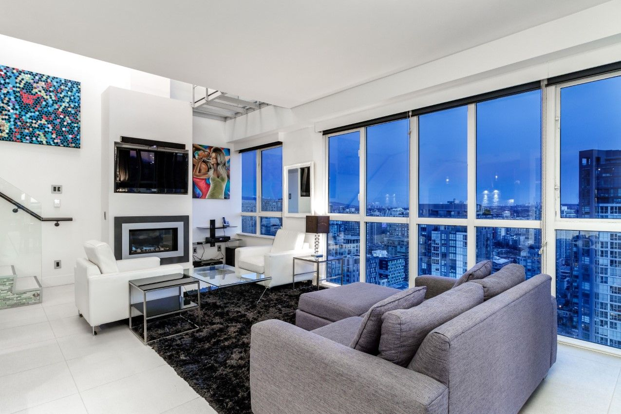 Downtown Condo for sale: 2 bedroom 1,230 sq.ft. 1188 Howe Street