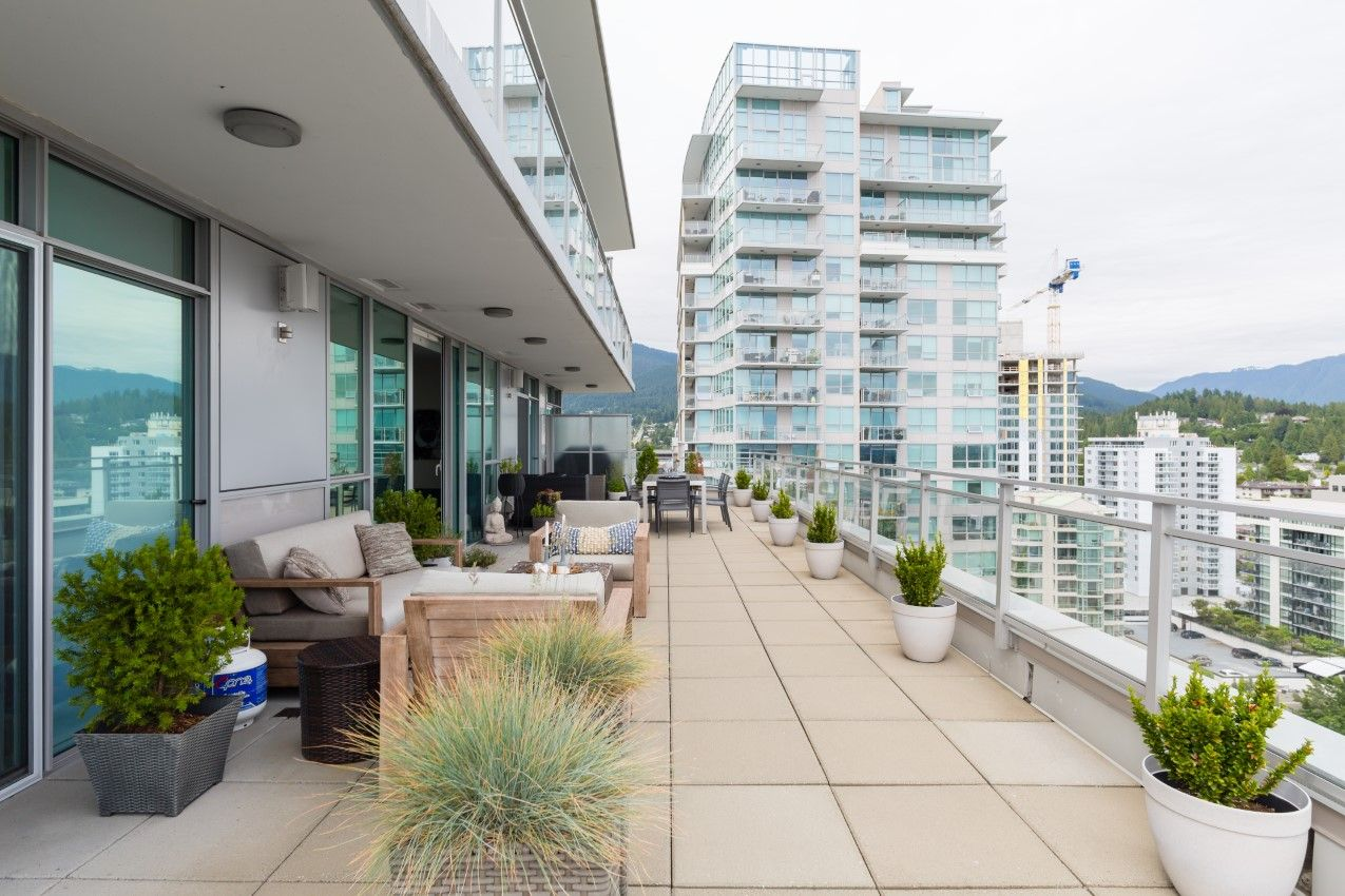 Central Lonsdale Sub-Penthouse for sale: Centreview 2 bedroom 1,000 sq.ft.