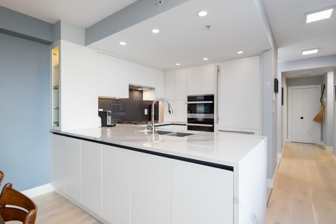 Vancouver Condo for sale: 2 bedroom Carrara of Portico