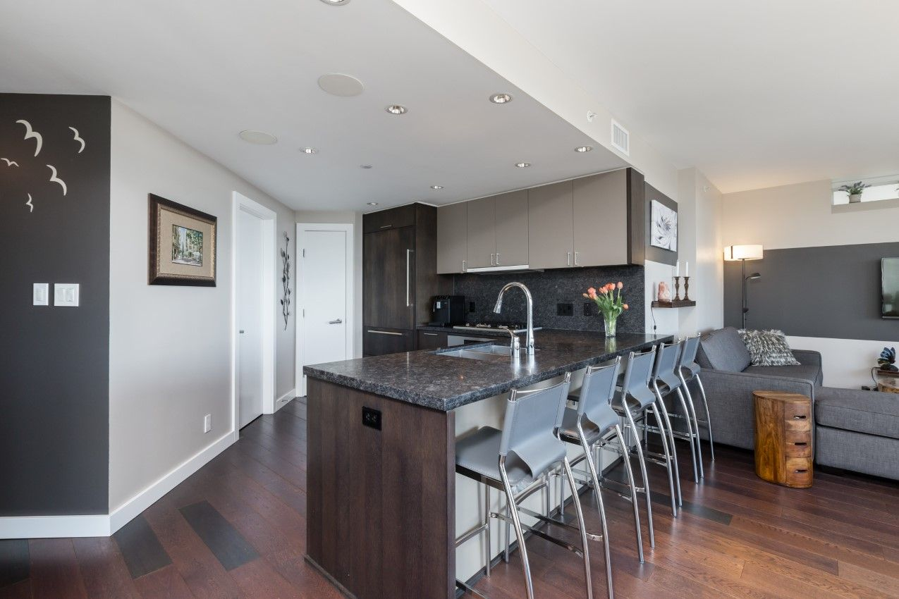 Downtown Condo: The Mark - 2 + Flex Stylish & cozy condo that feels just like a home!