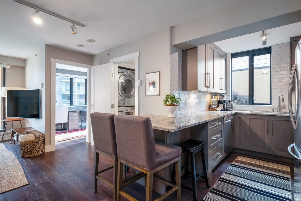 Yaletown Condo for sale: Robinson Tower 2 bedroom 867 sq.ft.