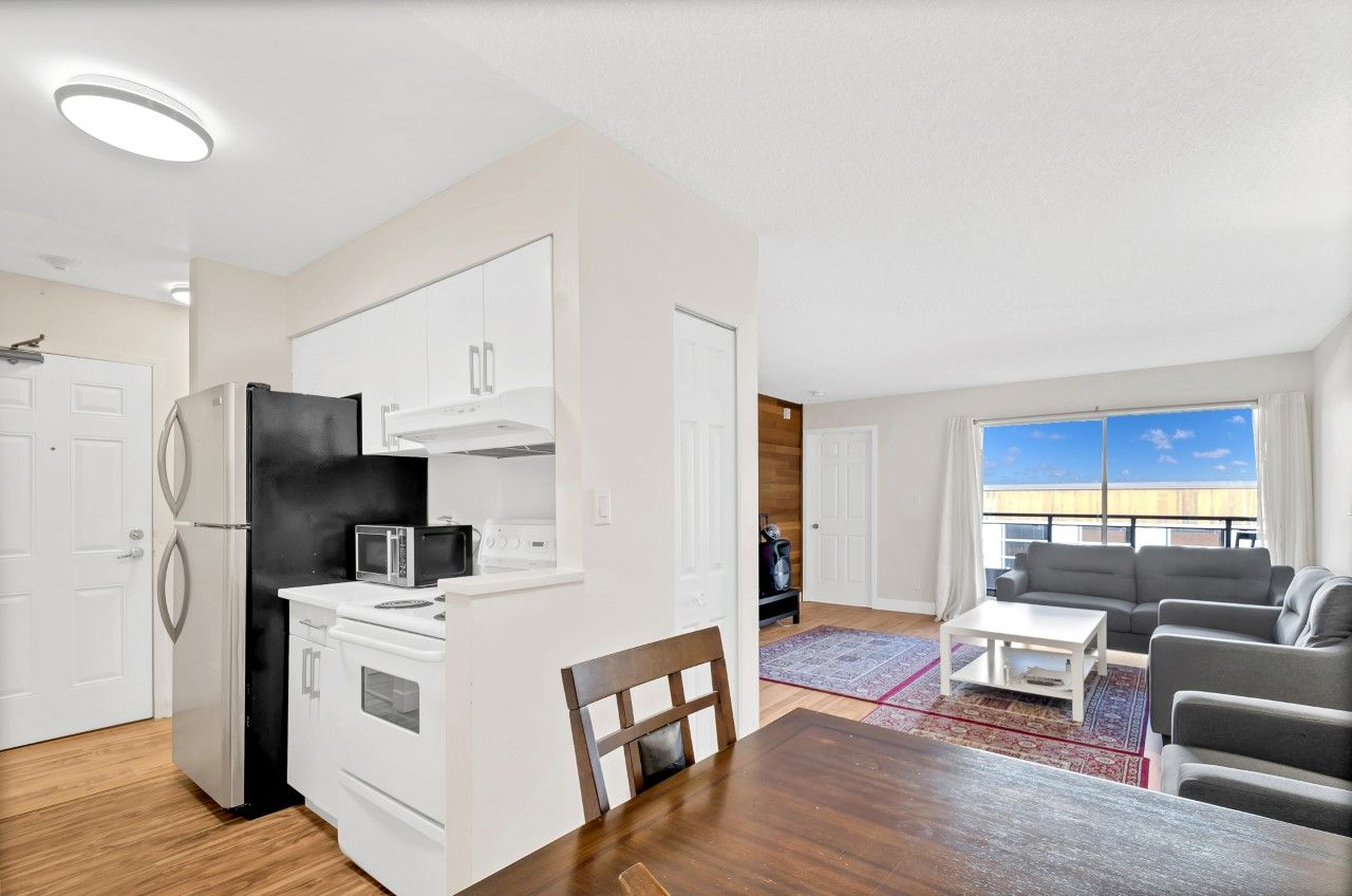 Lower Lonsdale Condo: The Chesters 1 bedroom