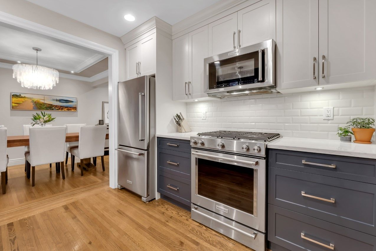 Central Lonsdale House for sale: 5 bedroom 2,748 sq.ft.